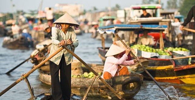 Cai Rang Floating Market-1