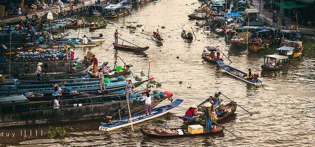 Nga Nam Floating Market in Soc Trang