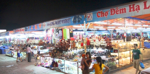 Night market in Bai Chay