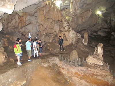 Visiting first-class cave in Son La