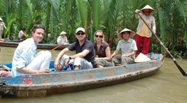 Int'l tourists to Vietnam increase sharply at year-end