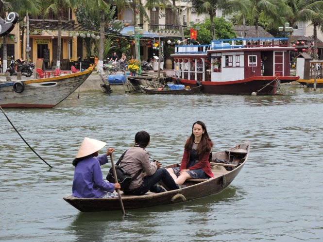 A boat ride along the Hoai River, which meanders along Hoi An Ancient Town. Photo: Tuoi Tre