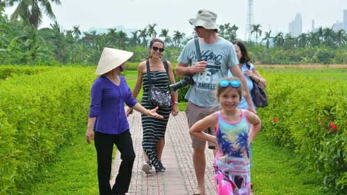 Farmer tourist guides in Quang Ninh province-1