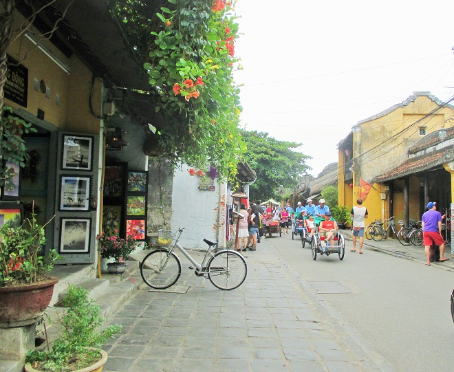 Hoi An ancient town shines on full-moon day-2