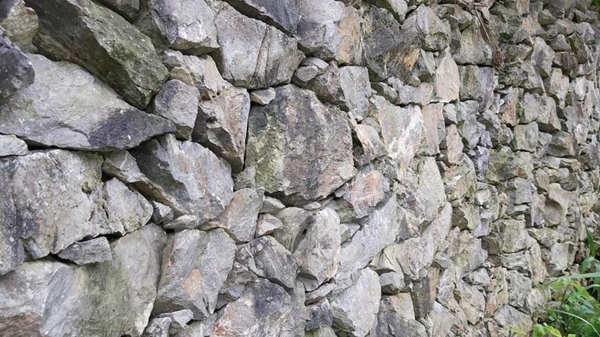 Rock fence - Mong's unique architecture-01