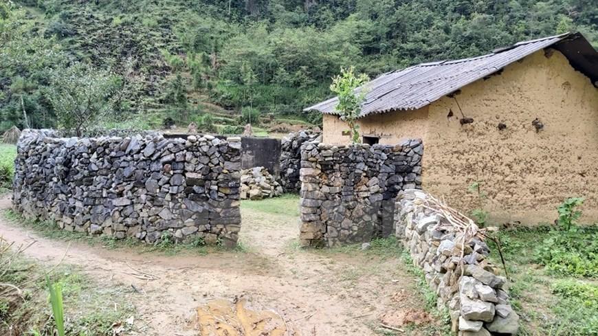 Rock fence - Mong's unique architecture-03
